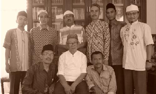 Percepatan, haus, dan Tidak puas . inilah yang mendasari semangat para guru Sumatera Thawalib Parabek untuk semakin memacu diri menjadi lebih baik. Setelah menyelesaikan talaqqi Kitab fath al-Majiid bersama Buya […]
