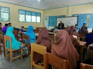 Sosialisasi Mudir dan Mahasantri Ma'had Aly dengan Santri Tingkat AKhir Madrasah Aliyah PPTI Malalo (Kamis, 20 April 2017)